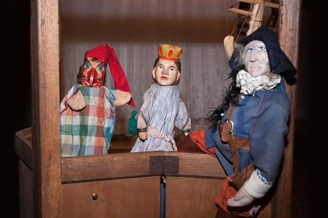 masks and puppet theater